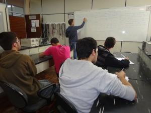 Aula do curso de Engenharia de Controle e Automação: demanda pelo bacharelado atende necessidades regionais